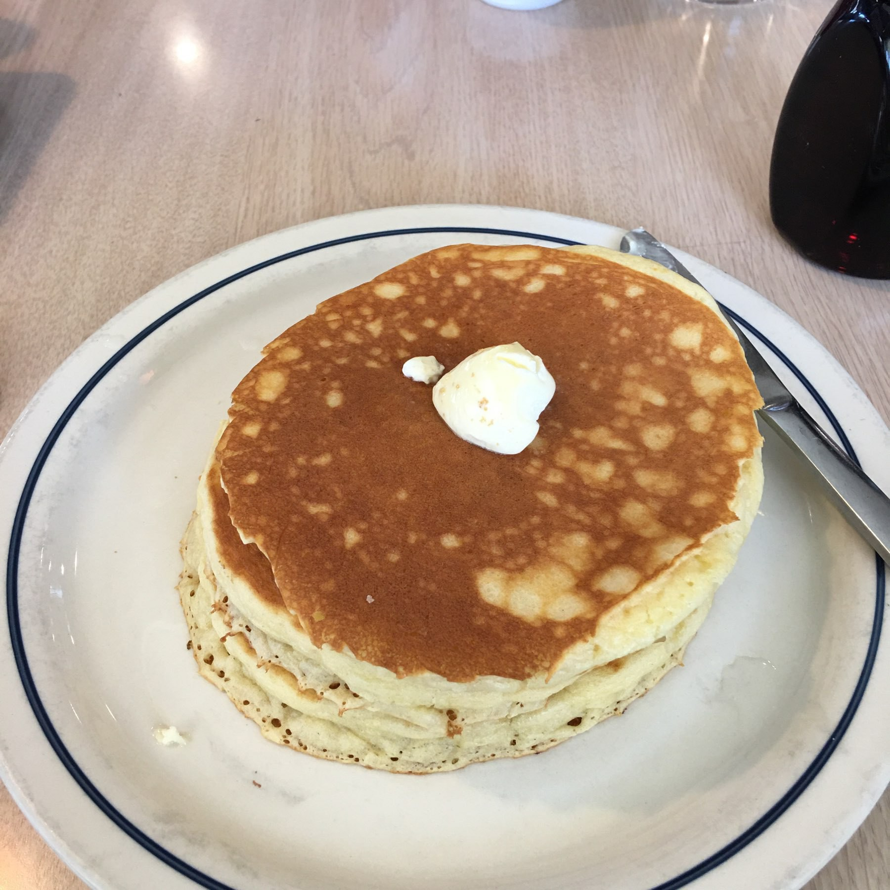 A short stack of pancakes.